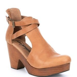 NEW! Never worn Free People Cognac Clogs